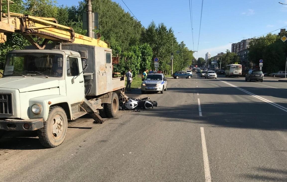 В Кировской области 26-летнего гонщика остановила опора теплотрассы
