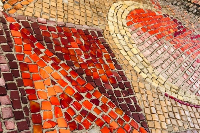 В Кирове восстановят уникальную мозаику входной группы Дворца творчества — мемориала