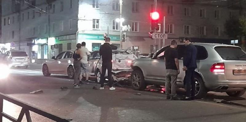 Массовая авария произошла в Кирове недалеко от старого моста