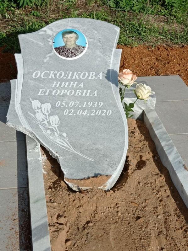 На кирсинском кладбище 11-летний ребенок разрушил надгробные плиты