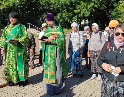 В Котельниче прошел 8-часовой крестный ход