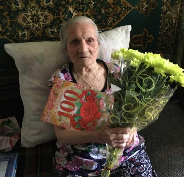В Слободском отпраздновали 100-летие местной жительницы
