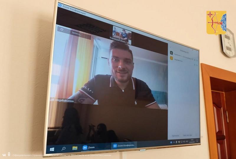 Игорь Васильев пообщался с кировскими блогерами