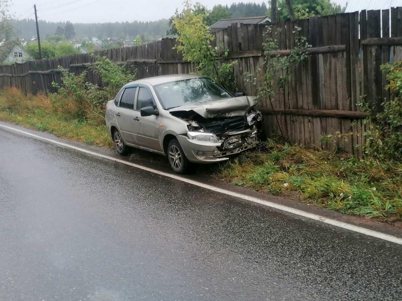 В садоводстве Кирово-Чепецка легковушки не поделили дорогу: два человека пострадали