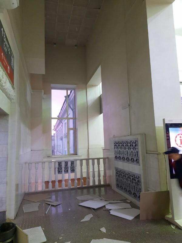 На кировском вокзале рухнул потолок