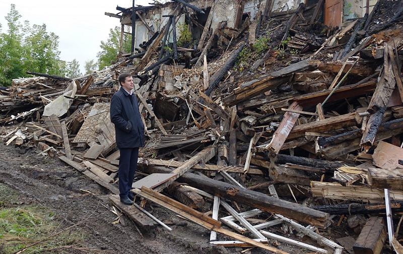В Кирове начали сносить аварийный дом на улице Кутузова