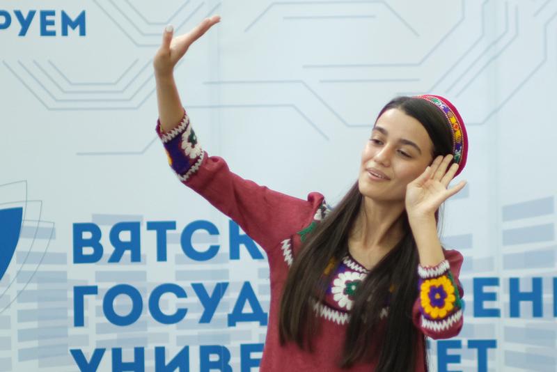 Иностранные студенты спросили Игоря Васильева о спорте и вакцинации