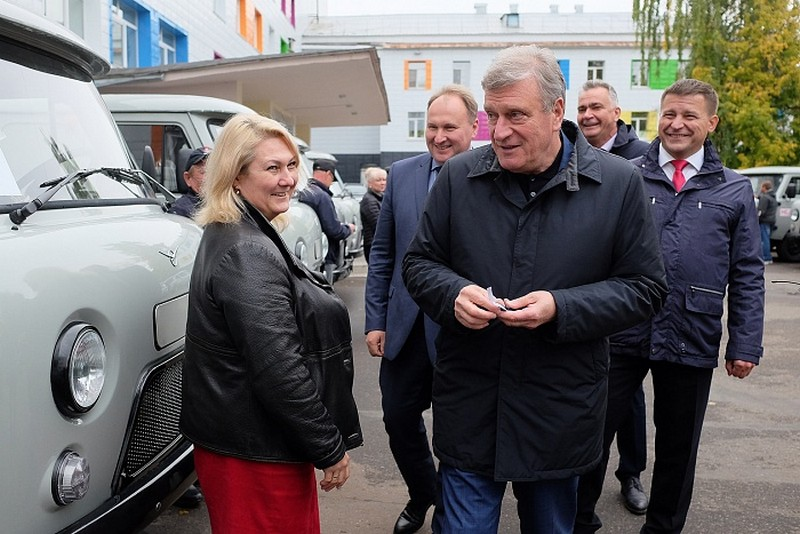 В районы Кировской области передан новый санитарный транспорт