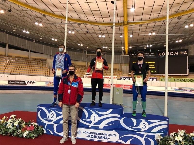 Конькобежец из Кирово-Чепецка Владислав Лаптев выиграл всероссийские соревнования